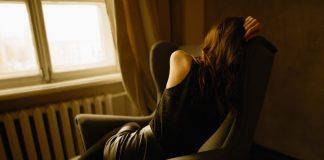 Osamljena ženska potrebuje nasvet