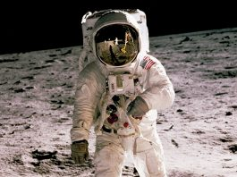 Poleteti na luno