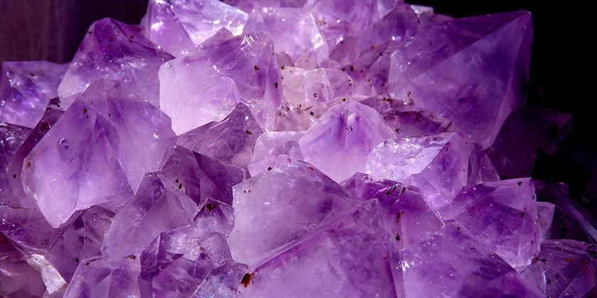 Vijolična barva, njena neverjetna razsežnost in pomen