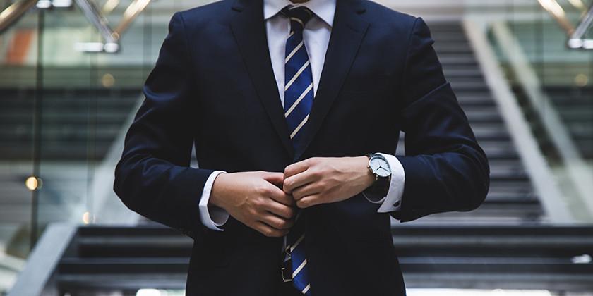 Poslovna ženska in poslovni moški