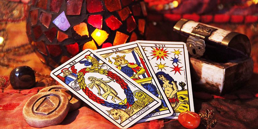Vedeževanje: Tarot karte in pogled v prihodnost. Vas zanima?