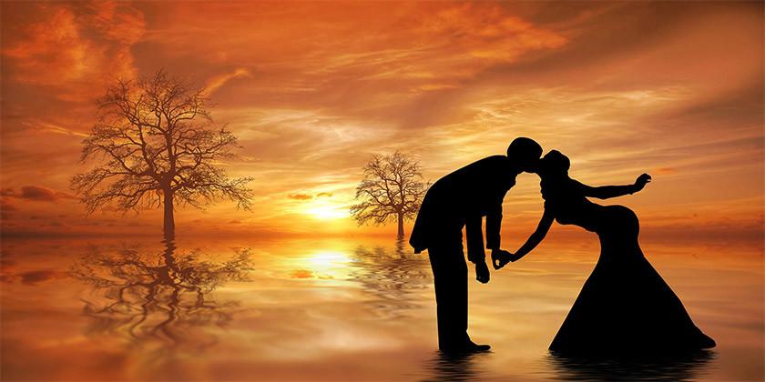 Bralko Lariso zanima, ali lahko ljubezen premaga tudi večje ovire