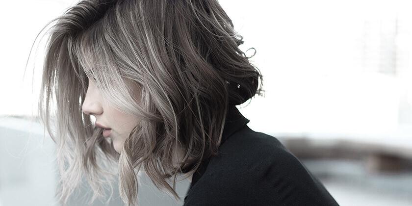 Vas zanima, kaj povzroča izpadanje las?