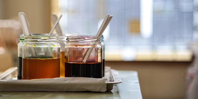 Katere vrste medu poznamo in kako deluje med kot zdravilo?