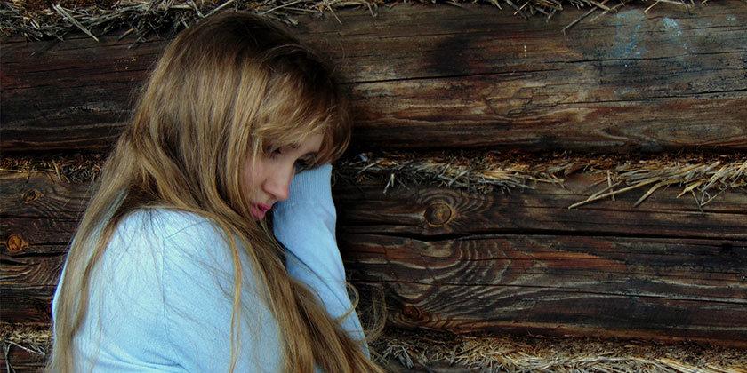 Bralka Renata je popolnoma obupana, saj je izgubila skrbništvo za hči